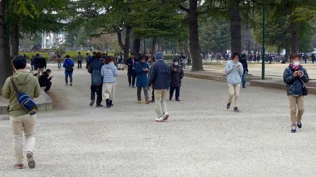 ポケモンGoのイベント「コミュニティデイ」開催でたくさんの人が集まっていた鶴舞公園(2018年2月24日) - 9