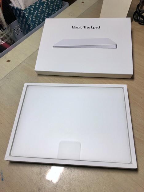 Magic Trackpad 2 No - 4:箱を開けたところ