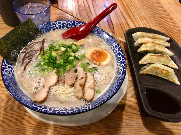 鶴亀堂:濃厚博多とんこつ 全部のせと餃子