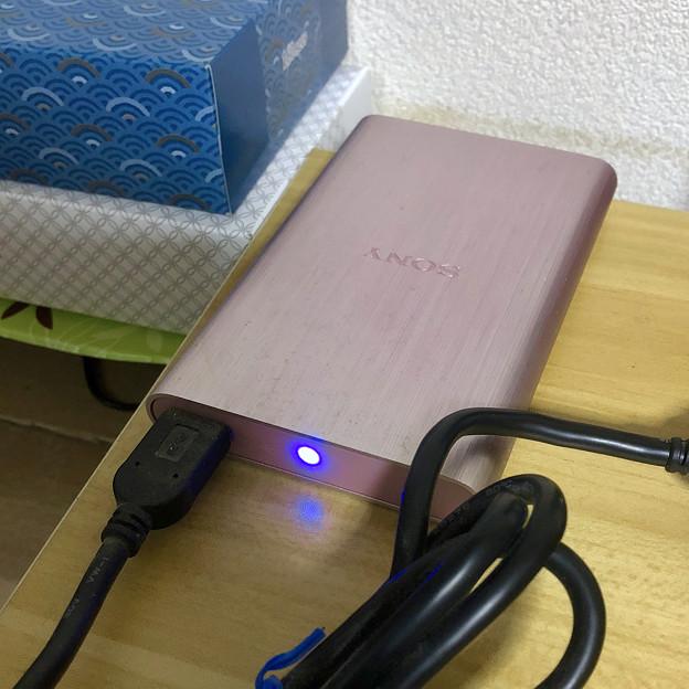 ソニーのポータブルHDD「HD-EG5」No - 11:接続中は青く点灯