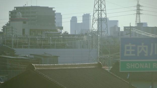 JR中央線の車内から見た名駅ビル群 - 2