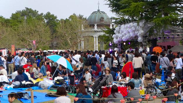 ものすごく沢山の花見客がいた鶴舞公園(2018年4月1日) - 12