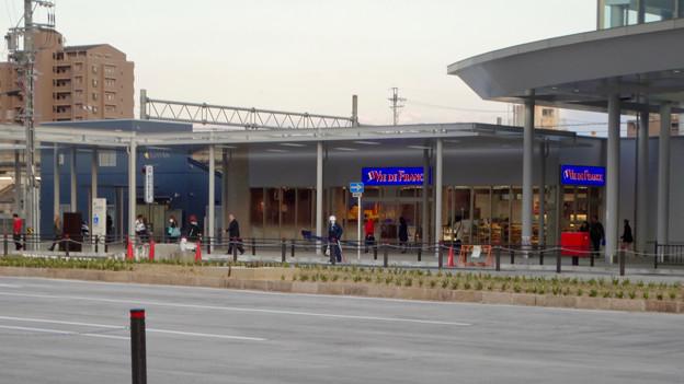 整備工事が終わったJR春日井駅(2018年4月8日) - 6:パン屋の「ヴィ・ド・フランス」もオープン!