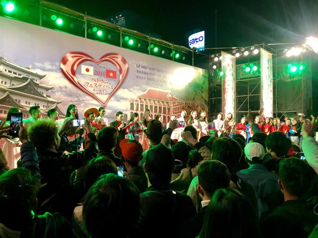 ベトナムフェスティバル ホーチミン in 愛知名古屋 2018 No - 54:1日目ラストで盛り上がる人たち