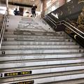 名古屋市営地下鉄「市役所」駅 - 1:階段に名古屋城の天守閣