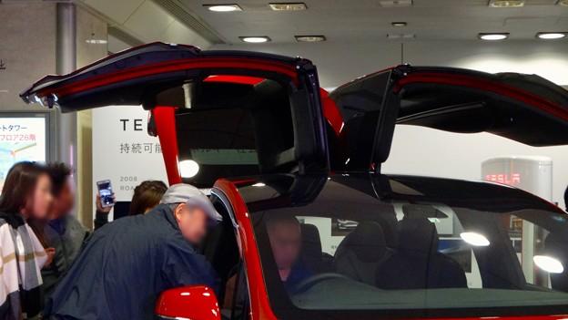 名古屋駅コンコースで展示されてたTesla「Model S」 - 3:ガルウィング