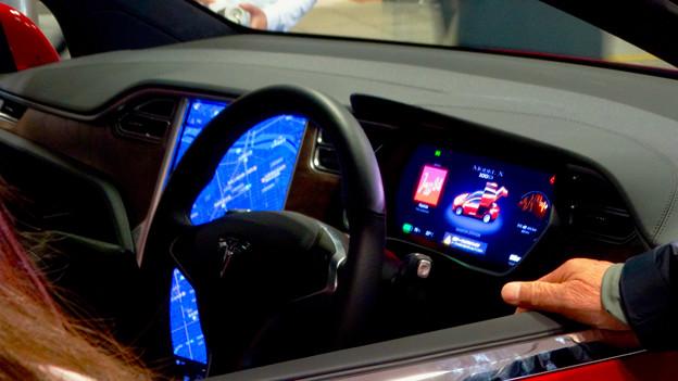 名古屋駅コンコースで展示されてたTesla「Model S」 - 8:車内