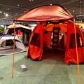 写真: アルペンアウトドアーズ春日井店:オープン直後のGWの日曜日と言うことで、人で溢れていた店内 - 5(巨大テント)