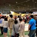 写真: アルペンアウトドアーズ春日井店:オープン直後のGWの日曜日と言うことで、人で溢れていた店内 - 7(巨大テントの設営実演)