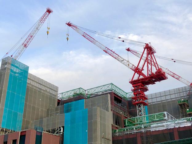 建設工事中の小牧市民病院の新しい建物(2018年4月26日) - 6:巨大クレーン