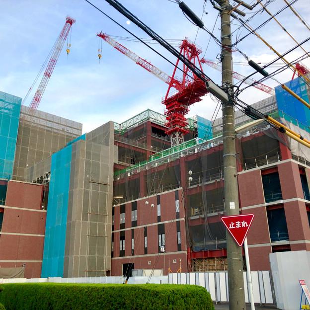 建設工事中の小牧市民病院の新しい建物(2018年4月26日) - 7:巨大クレーン