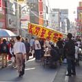 写真: 大須赤門ニッパチ祭 2018年4月 No - 1:大勢の人で賑わう赤門通り