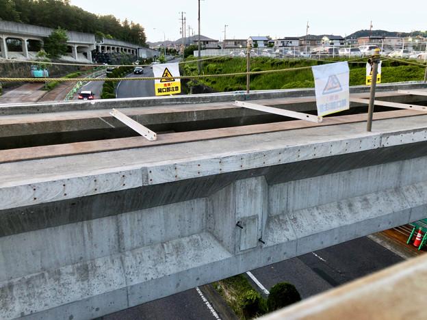 写真: 桃花台線の旧車両基地進入高架撤去工事(2018年5月10日) - 8