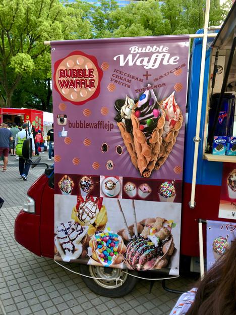 名古屋ブラジルフェスタで売ってたカラフルなアイス「バブルワッフル」 - 1