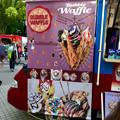 写真: 名古屋ブラジルフェスタで売ってたカラフルなアイス「バブルワッフル」 - 1
