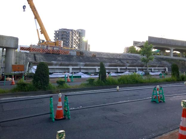 桃花台線の旧車両基地進入高架撤去工事(2018年5月19日):撤去された高架部分 - 1