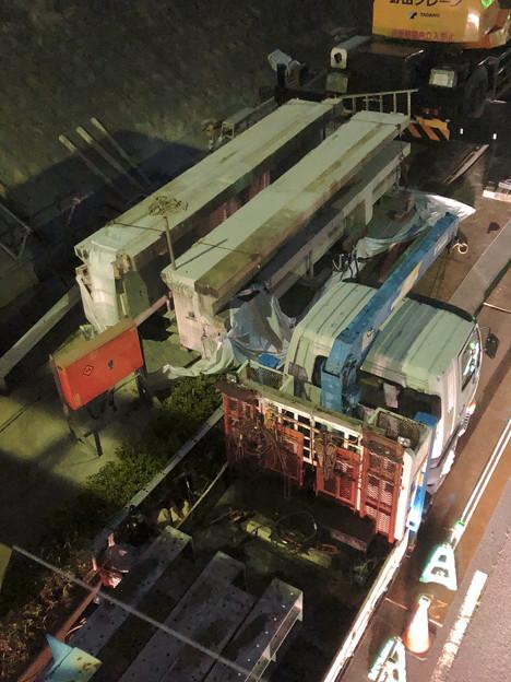 桃花台線の旧車両基地進入高架撤去工事(2018年5月21日):撤去済み高架を移送? - 2