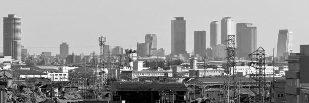 イオン小牧店から見たザ・シーン城北と名駅ビル群 - 2(モノクロ)