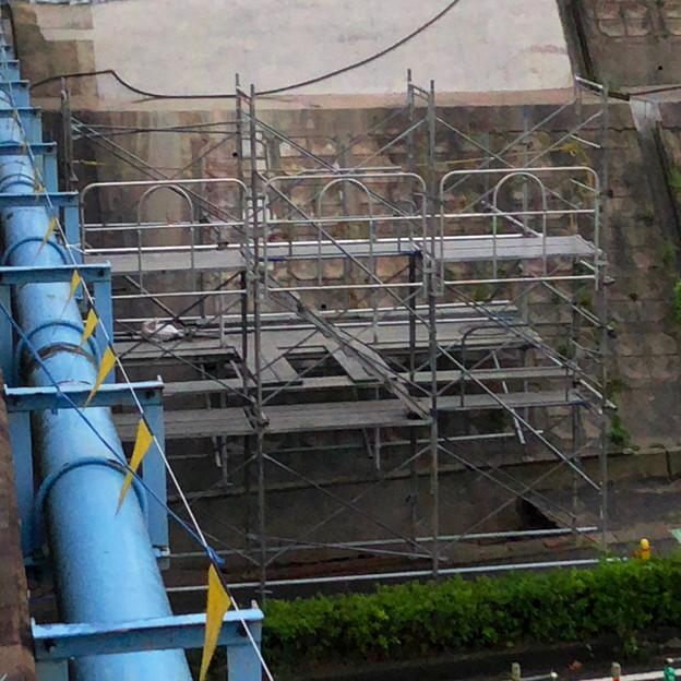 桃花台線の旧車両基地進入高架撤去工事(2018年6月15日):片側の橋脚が全て解体撤去 - 2