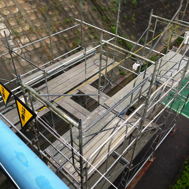 桃花台線の旧車両基地進入高架撤去工事(2018年6月15日):片側の橋脚が全て解体撤去 - 3
