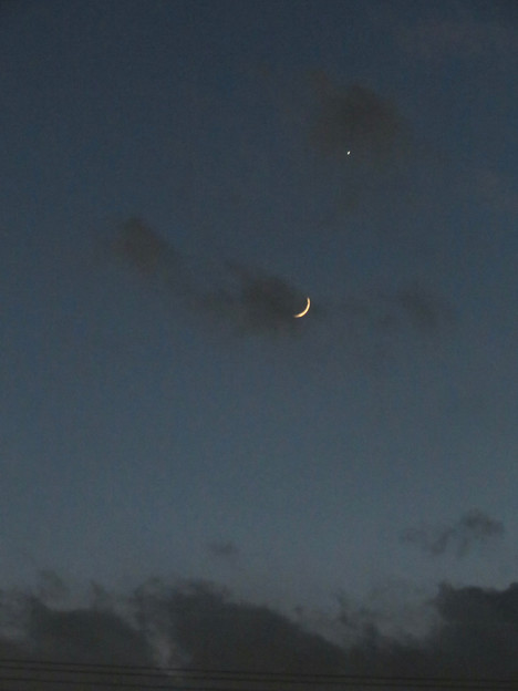 日没直後に輝く三日月と金星 - 1