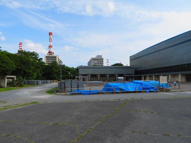 名古屋城:愛知県体育館前に置かれていた…足場? - 1