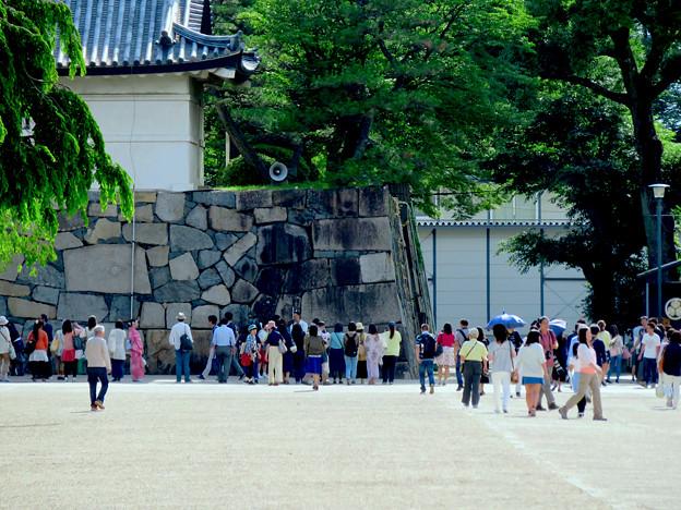 大勢の人が来ていた日曜の名古屋城 - 2