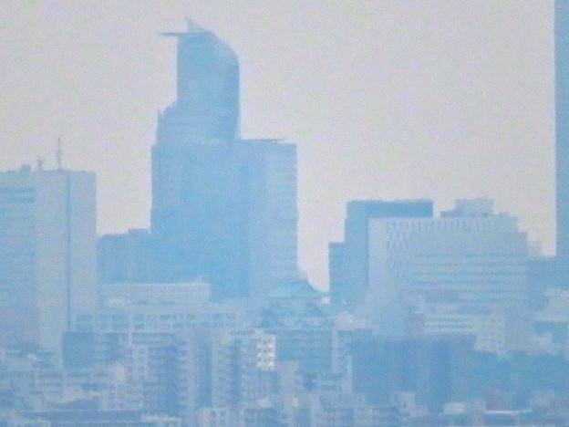 桃花台から見たスパイラルタワーズと名古屋城 - 2