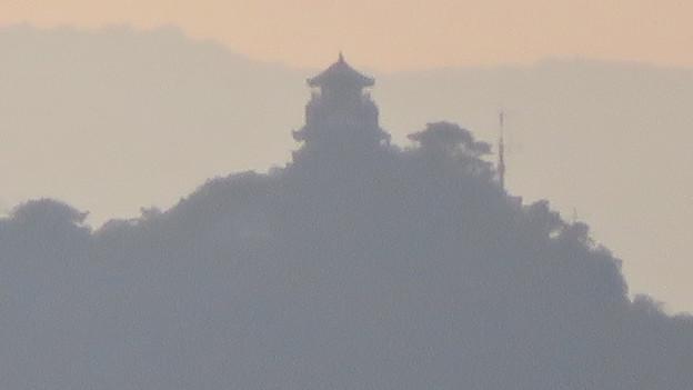 犬山丸の内緑地から見えた金華山と岐阜城 - 3