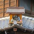 写真: 犬山城下町:五平餅屋さんの屋根神に団子を持った布袋!? - 2