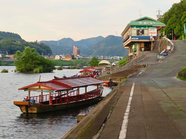 木曽川沿いから見た鵜飼い No - 3
