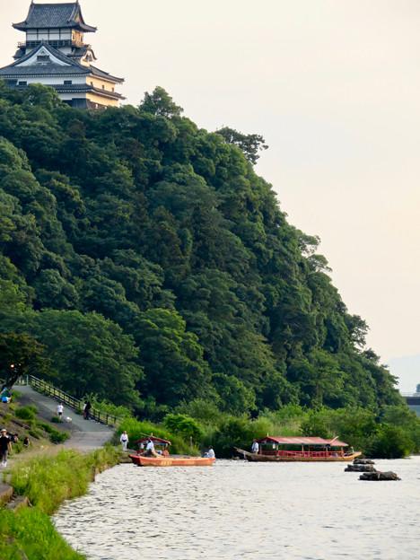 木曽川沿いから見た鵜飼い No - 4