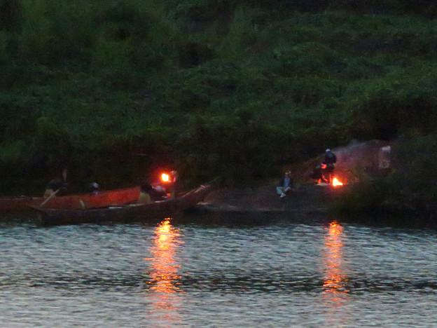 木曽川沿いから見た鵜飼い No - 27