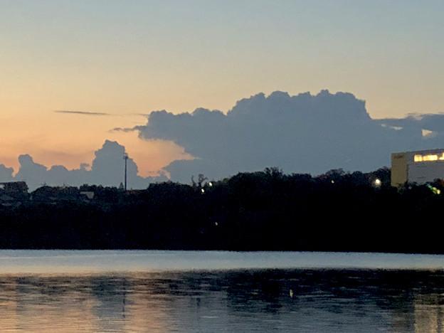 写真: 大池沿いから見た夕焼け - 3