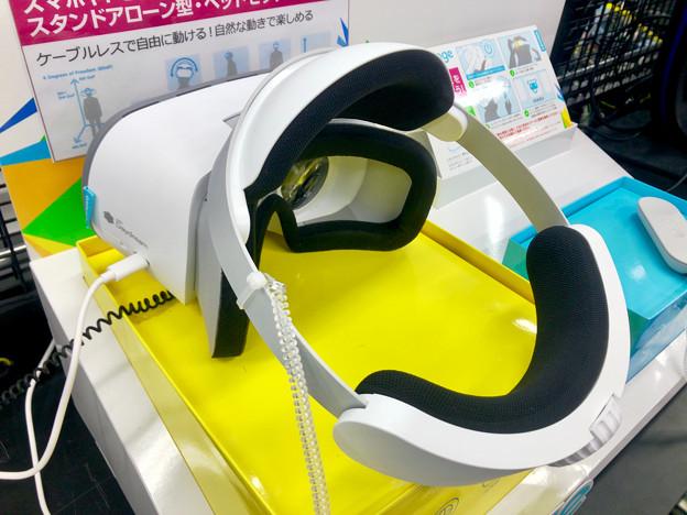ヨドバシカメラ名古屋松坂屋店に展示されてたLenovoの独立型VRゴーグル「Mirage Solo」 - 2