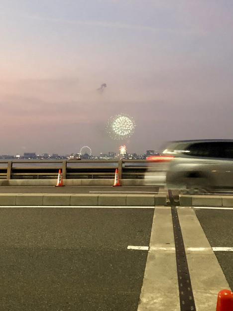 潮見埠頭に架かる橋の上から見た名古屋みなと祭の花火 - 2