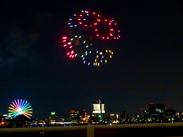 潮見埠頭に架かる橋の上から見た名古屋みなと祭の花火 - 36