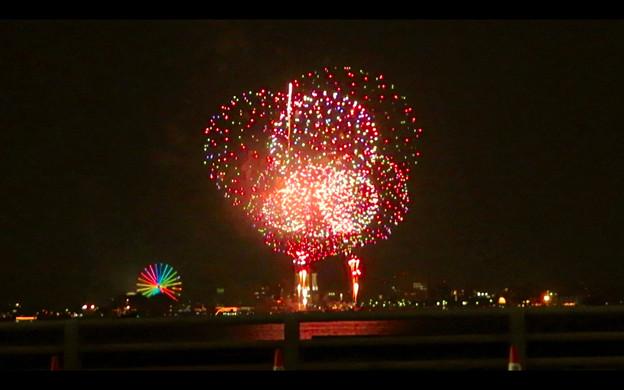 潮見埠頭に架かる橋の上から見た名古屋みなと祭の花火 - 53