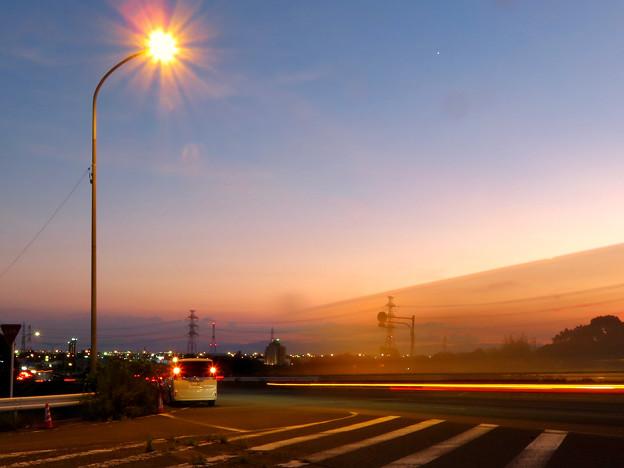 SX730HSで撮影した車のライトの残像(花火モードを使用) - 1