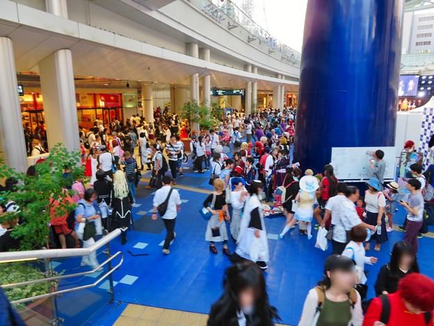 世界コスプレサミット 2018:コスプレイヤーの人たちで賑わうオアシス21会場 - 6