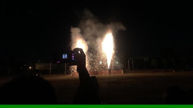 iPhone 8で動画撮影中に画面下部(本体左側)に緑色の線!:手筒花火