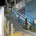 ゲートタワー地下1階から1階へと上るエスカレーター - 1
