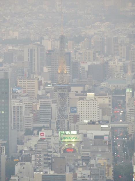 スカイプロムナードから見た景色 - 5:光化学スモッグで見通しが悪かった名古屋テレビ塔