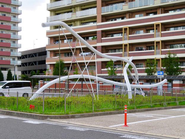 名鉄豊田線「米野木駅」 - 5:駅前オブジェ「光の馬」