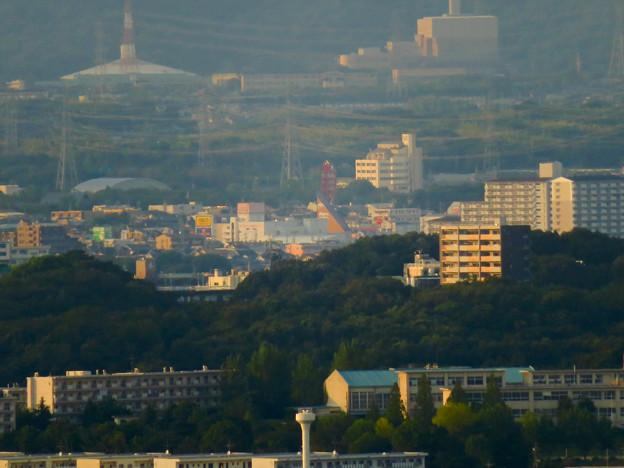 東山スカイタワーから見た景色:落合公園 水の塔 - 2