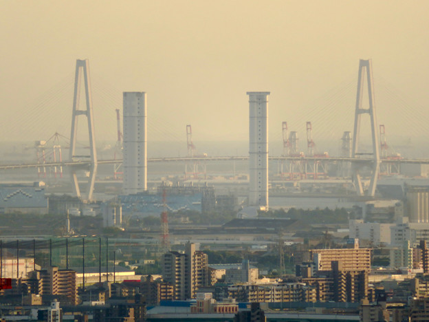 東山スカイタワーから見た景色:中部電力新名古屋火力発電所と名港中央大橋 - 2