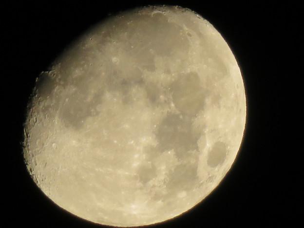 空気が澄んでるからか、くっきり見えた月(2018年8月23日未明) - 3