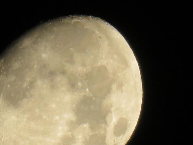 空気が澄んでるからか、くっきり見えた月(2018年8月23日未明) - 4