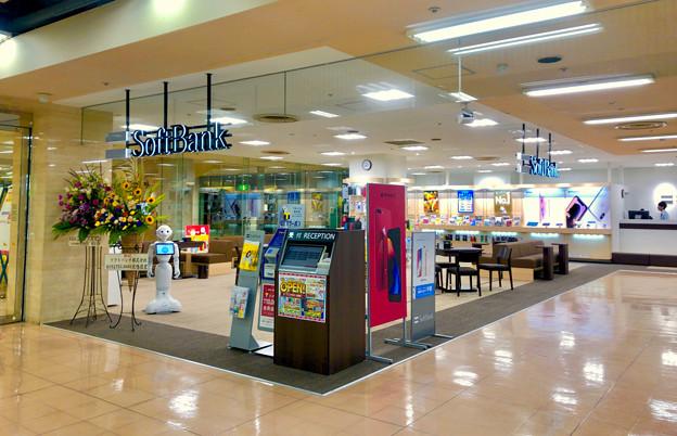 アピタ桃花台店入り口にソフトバンク&ワイモバイルショップがオープン - 2