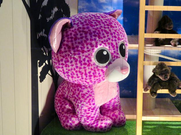 東山動植物園ナイトZoo 2018 No - 34:お土産屋さんで売られているピンク色の…ヒョウ?